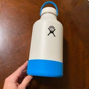 Hydroflask 64 oz Growler